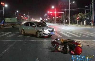 汽车摩托车相撞同等责任?我摩托车与小车相撞,责任书为同等责任
